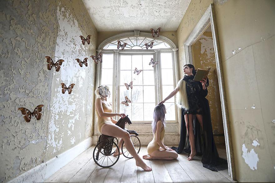 Ils prennent possession d'un manoir abandoné et le transforme en un conte de fées