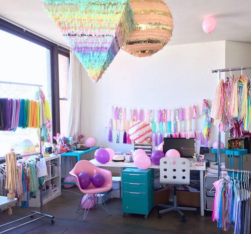 Cette femme a l'appartement le plus coloré que vous ayez vu