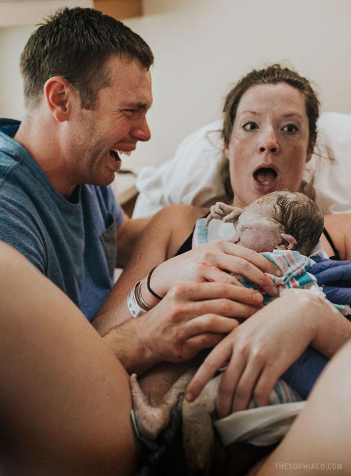 Plus de 30 puissantes photos de papas en salle d'accouchement