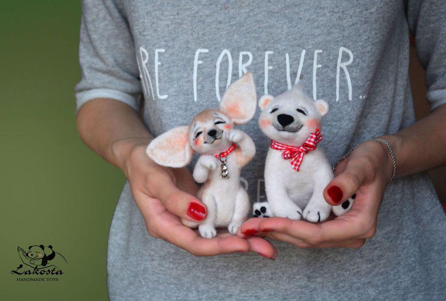Une artiste russe fait de mignon animaux en laine complètement à la main