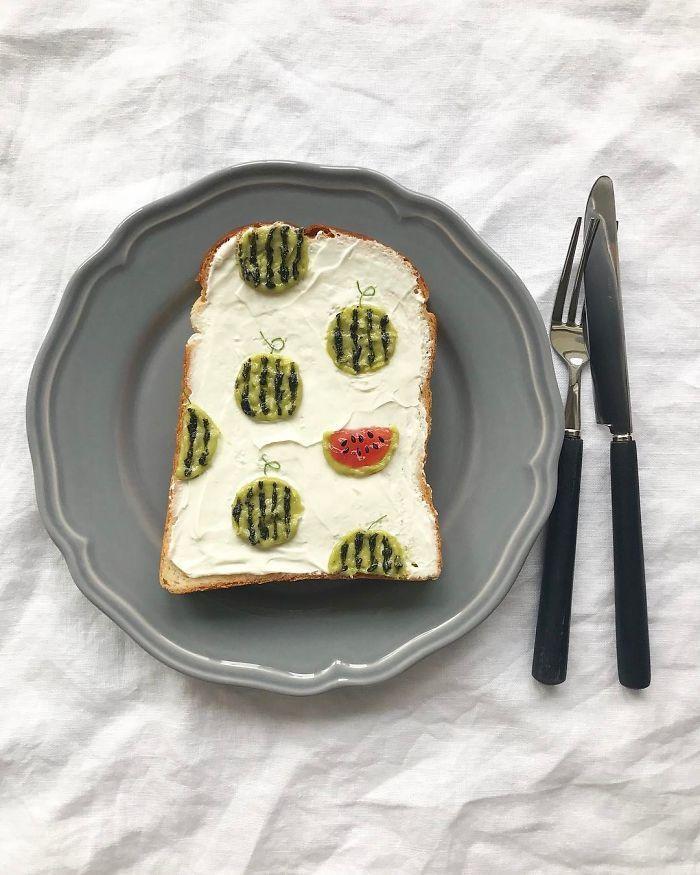 Cette artiste japonaise transforme le pain grillé en chefs-d'œuvre artistiques