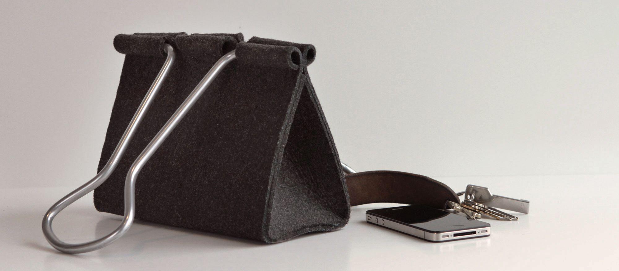 Ce sac en forme de pince vous fait ressembler à une poupée de taille humaine