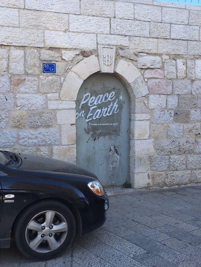 Banksy frappe encore avec de nouvelles œuvres d'art en Palestine