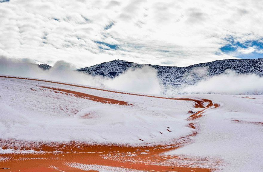 Il a neigé dans le désert du Sahara pour la troisième fois en 40 ans, voici à quoi il ressemble maintenant