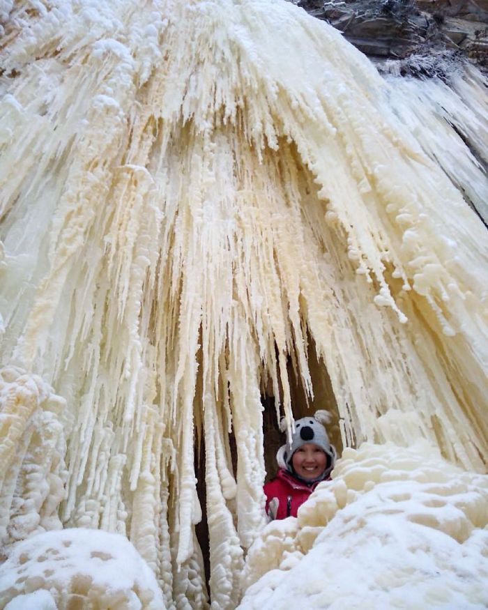 Il fait si froid en Sibérie en ce moment qu'un thermomètre s'est brisé à -62°C dans le village le plus froid du monde.