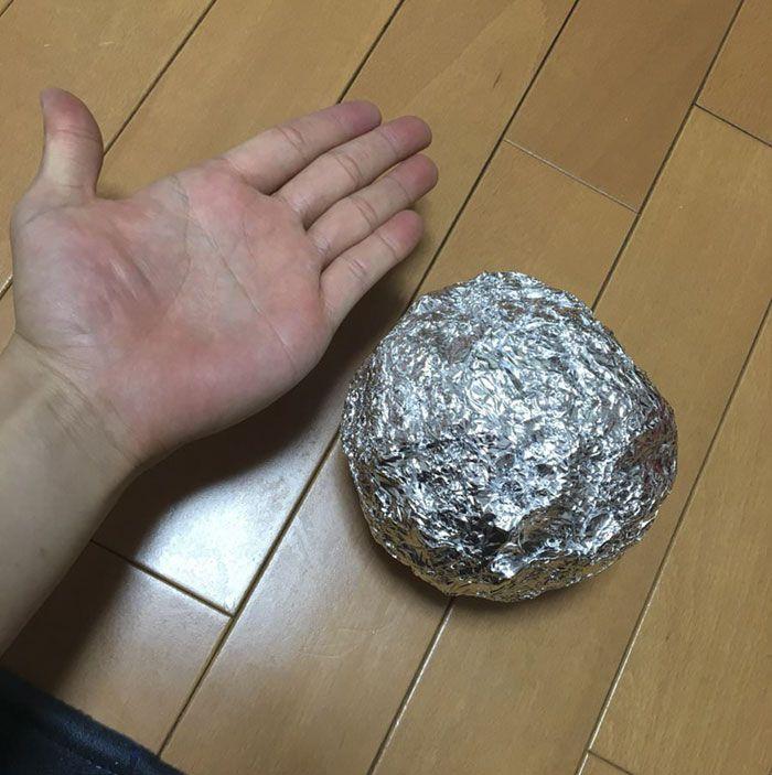 Les Japonais polissent des boules de papier d'aluminium à la perfection, le résultat est trop satisfaisant.