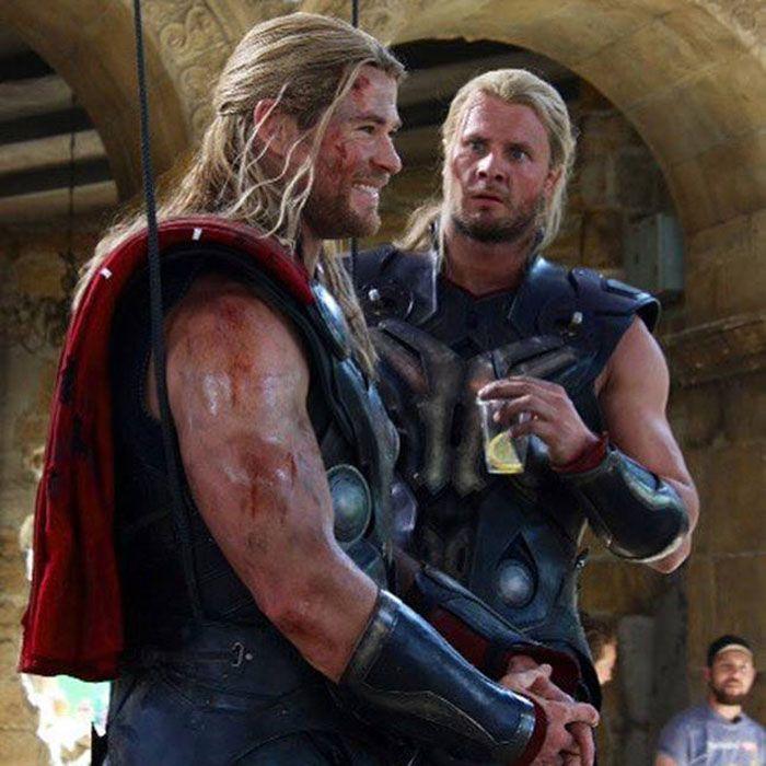 13 photos des Avengers avec leurs doublures