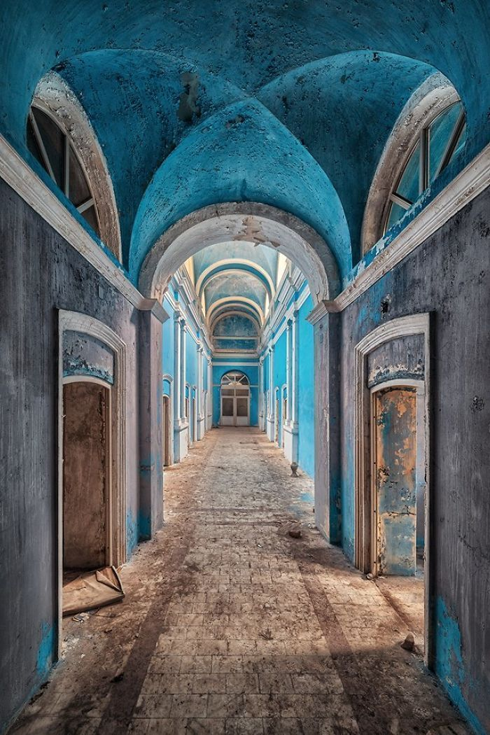 Un photographe prend des photos de bâtiments abandonnés dans toute l'Europe.