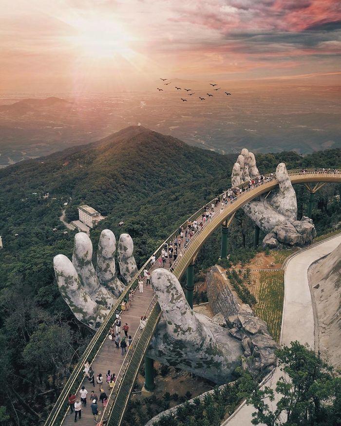 Un pont à couper le souffle vient d'ouvrir au Vietnam, il semble sorti du seigneur des anneaux.