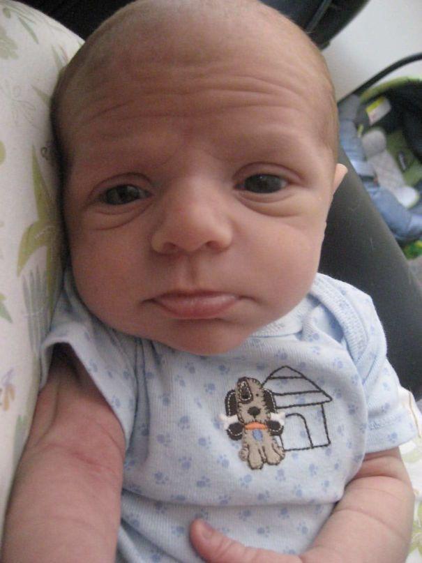 Plus de 49 photos drôles de bébés qui ressemblent à des personnes âgées