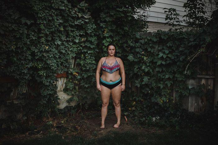 Plus de 20 portraits de nu, mais dans le sens où le photographe est nu alors que le sujet n'est pas nu