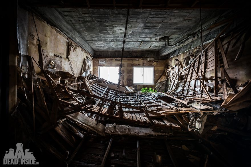 31 photos du plus grand hôtel abandonné du Japon