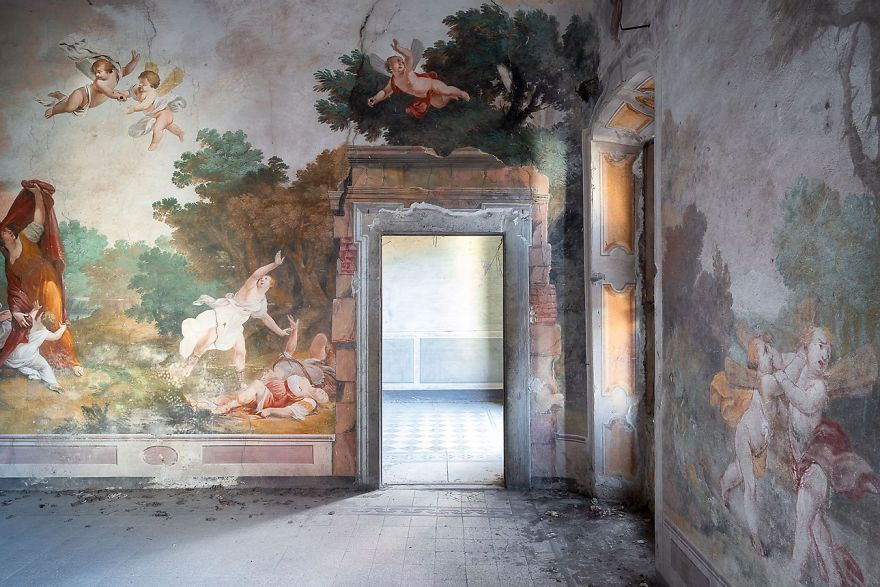 I Capture The Beauty Of Paintings And Frescoes Which I Find In Abandoned Places In Italy