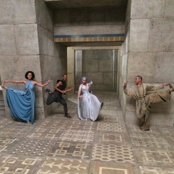 119 Game Of Thrones Behind-The-Scene Photos That Show How The Magic Happens