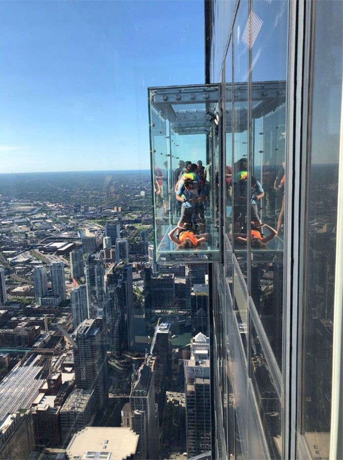 Visitors' Worst Nightmare Comes True As The Glass Floor On 103rd Floor Shatters Under Their Feet