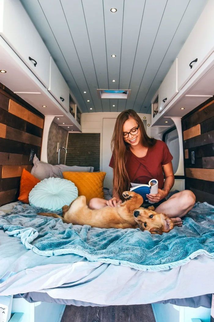 Woman Dumps Her BF And Quits Her Job, Travels All Over America With Her Dog In A Van