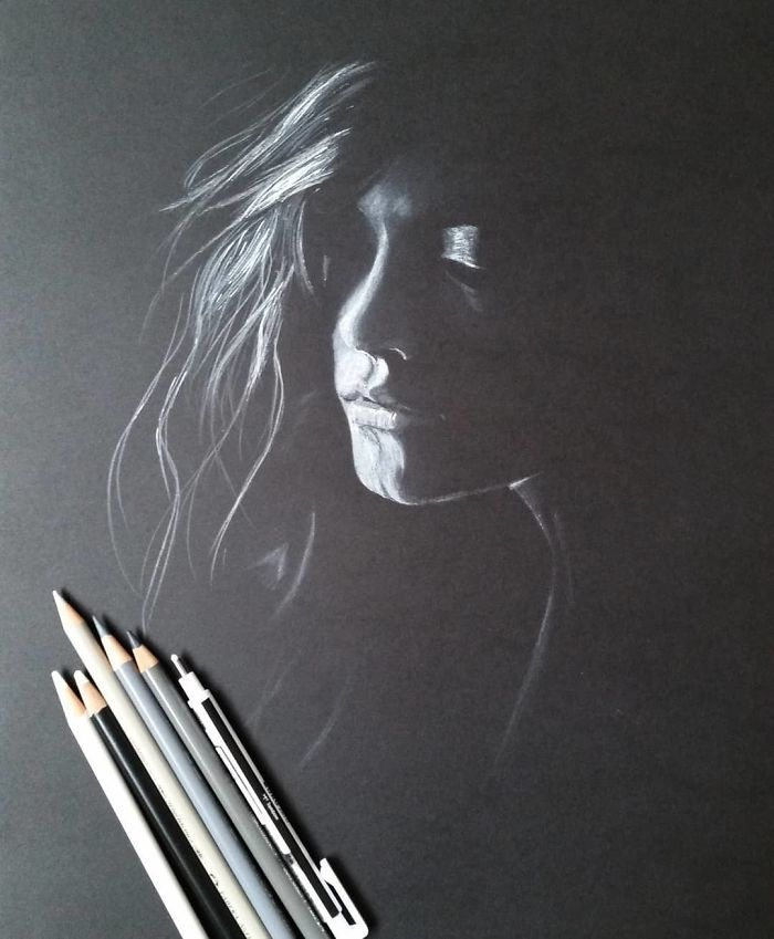 Artist Draws Portraits Of Women That Look Like They're Made With Light (19 Pics)