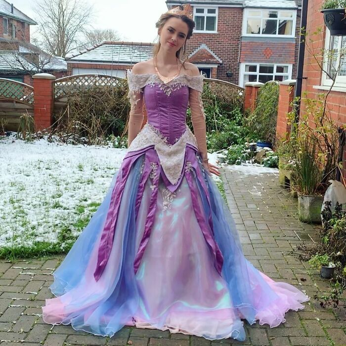 Artist Recreates Spectacular Dresses From Barbie, Disney, And Other Franchises (20 Pics)