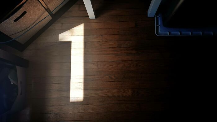 108 Times People Spotted Shadows Of Things That Look Deceiving And Just Had To Take A Pic Of Them
