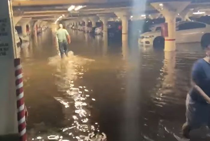 People Are Horrified By The Scenes Of Apocalyptic Flooding In New York City (34 Photos)